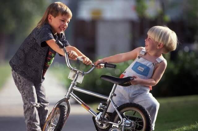 Aggressivität bei Kindern: Bring deinem Kind bei, zu reagieren, wenn andere Kinder es schlagen