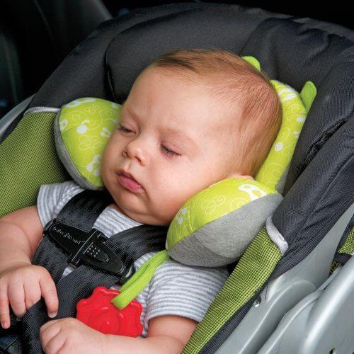 Es ist nicht gut, das Baby im Autositz schlafen zu lassen