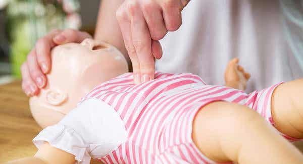 Wie kann ich ein Baby wiederbeleben?