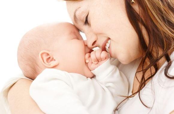 Das Stillen - Mutter mit Baby