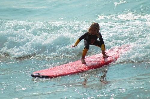 Die Werte deines Kindes - Kind beim surfen