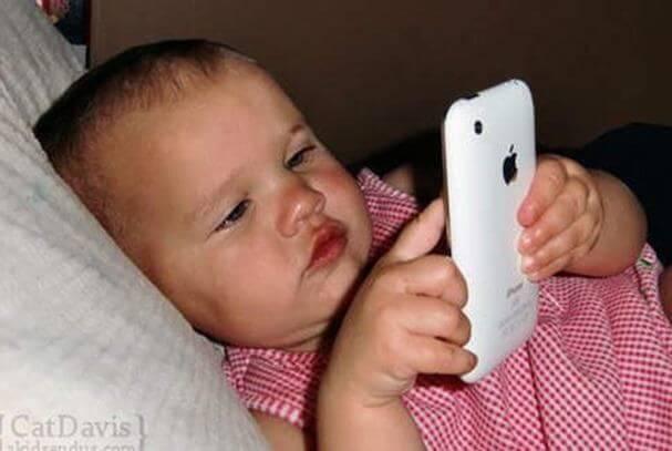 Wie iPads und Smartphones Kinder unter 2 Jahren beeinflussen
