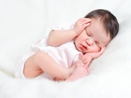 Sanfte Massagen lindern Koliken bei Babys.