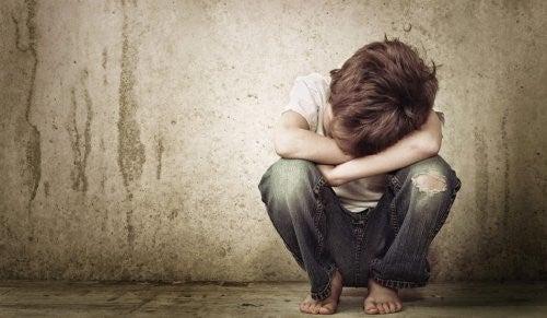 Emotionale Wunden - Weinender Junge