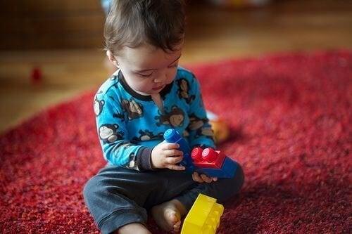 Intelligenz von Kindern - Spielendes Kind