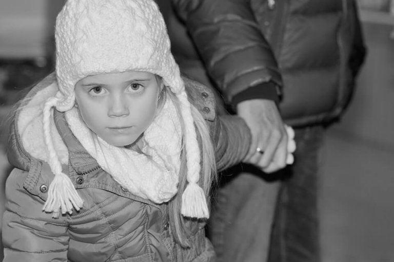 Mit Winterjacke im Kindersitz- Ist das gefährlich?