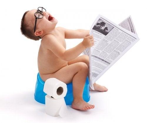 Kinderfotos auf Social Media Schnappschuss auf Toilette