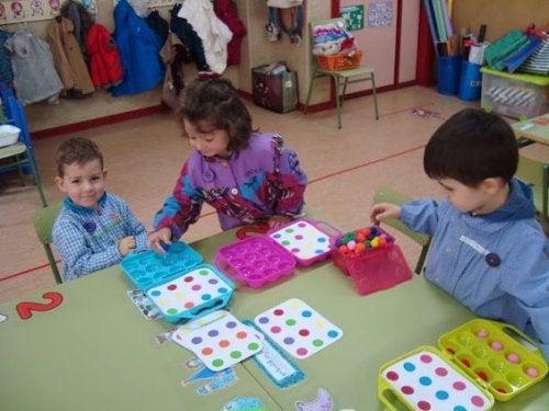 Kindliches Spielen in jedem Alter und in der Gruppe