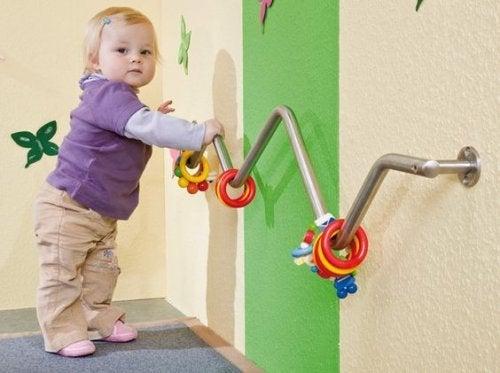 Durch kindliches Spielen werden motorische Fähigkeiten geschult