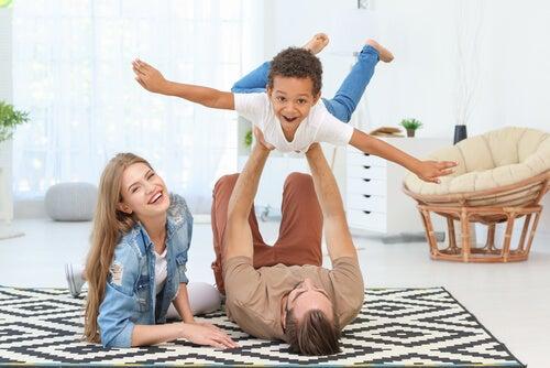 Respekt und Gehorsam - Glückliche Familie