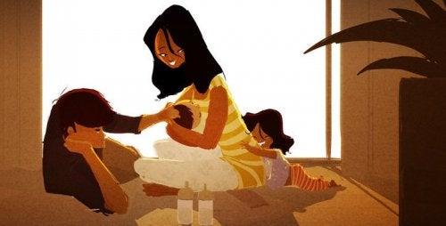 Trösten - Familie beim Spielen