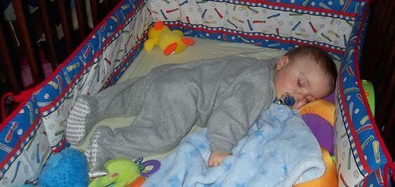 Was tun, wenn dein Kind sich nachts aufdeckt?