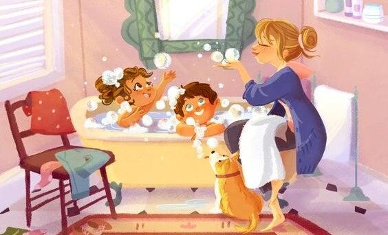Alleinerziehend - Mutter badet Kinder