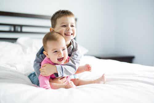 Die Auswirkungen von einem Altersunterschied zwischen Geschwistern