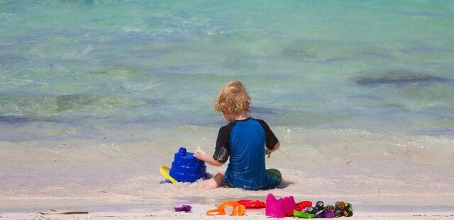 Auch im Urlaub gibt es Spiele für Babys
