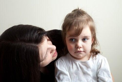 Dein Kind benimmt sich schlecht - rede ruhig mit ihm