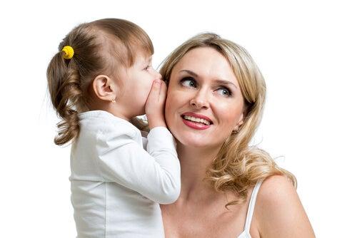 Häufiges Vorlesen fördert die Sprachentwicklung bei Kindern.