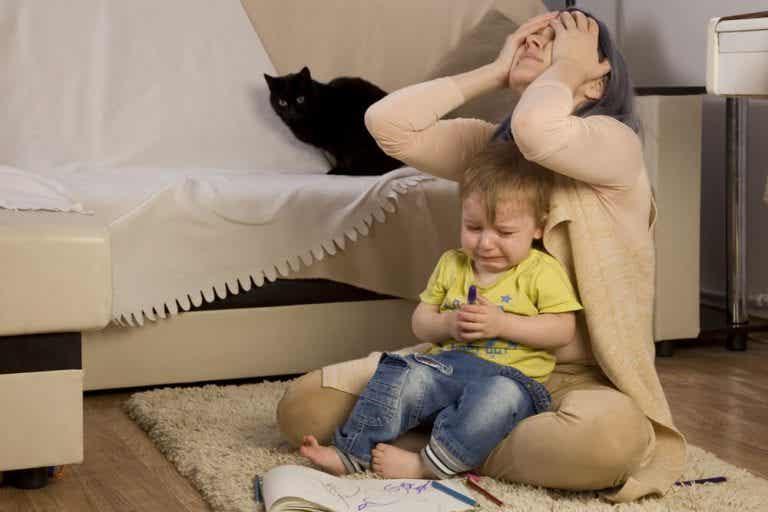 Warum benehmen sich manche Kinder schlecht, wenn Mama da ist?