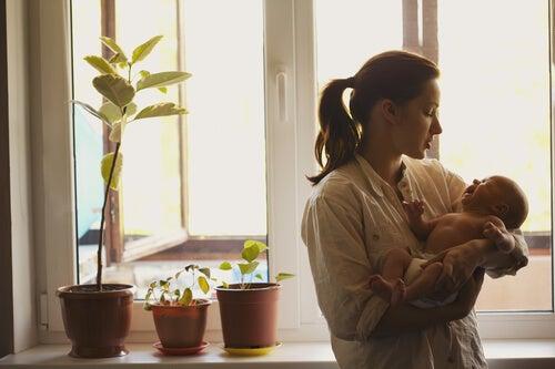 Wie wichtig es ist, sich um das Baby zu kümmern, wenn es weint