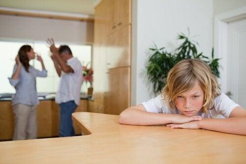 streiten - eltern-streiten-vor-ihren-kindern