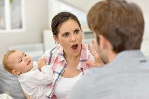 Vor deinen Kindern zu streiten ist ein großer Fehler