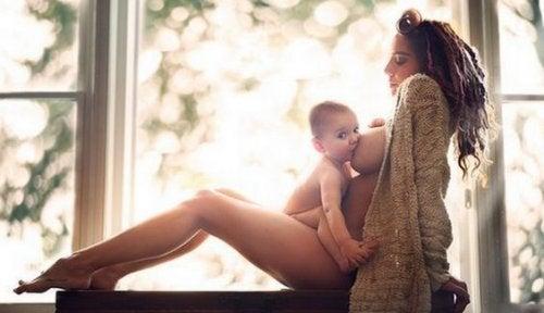 Ernährung für stillende Mütter versorgt Baby