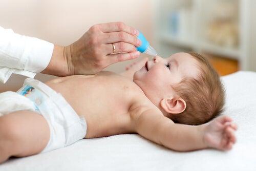 Verstopfte Nase bei Babys behandeln - Ich bin Mutter