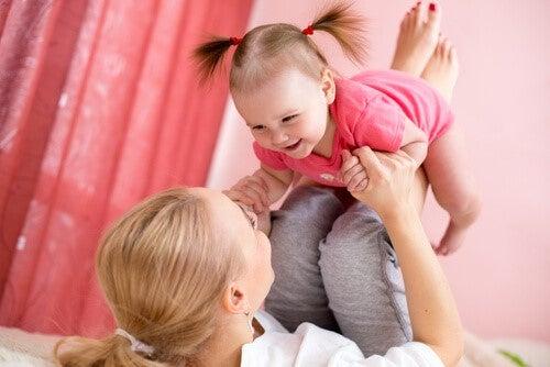 wundervolle Wahrheiten - Mutter und Tochter spielen