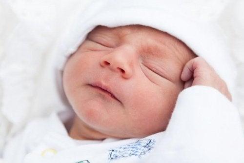 5 Gründe, warum dein Baby nicht gut schlafen kann