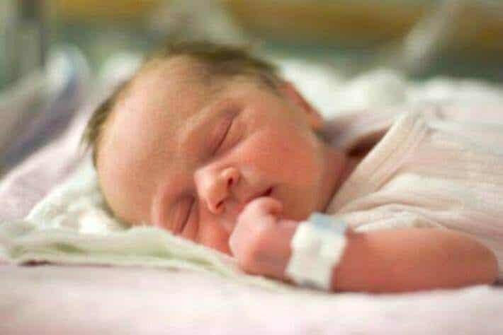 8 Tipps für den Besuch eines Neugeborenen