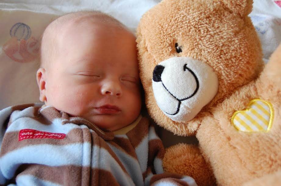 Die ideale Schlafposition für dein Baby
