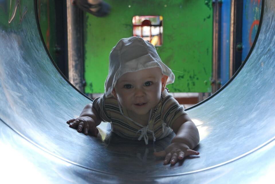 Was passiert im Gehirn deines Kindes wenn es spielt?