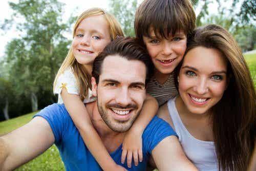 Die Haar- und Augenfarbe von Kindern