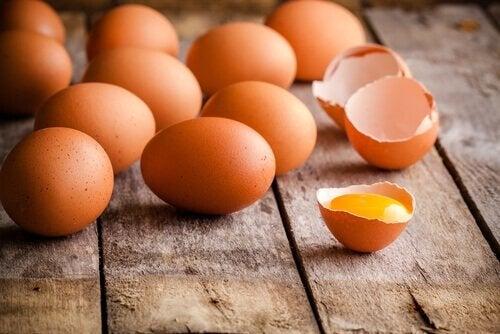 Eier als Zutat für Eierkuchen für Kinder
