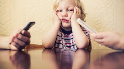 Deine Handysucht schadet den Kindern!