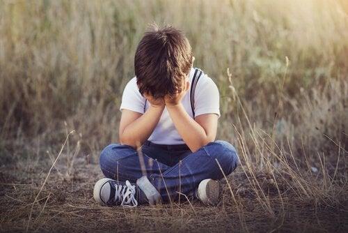 4 Anzeichen für emotionale Vernachlässigung bei Kindern