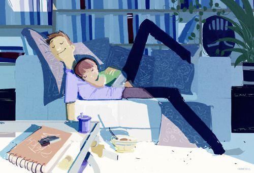 Vater mit Sohn auf Couch