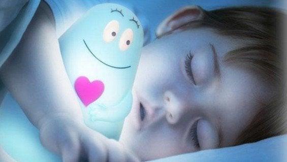Warum Kinder im Dunkeln schlafen sollten