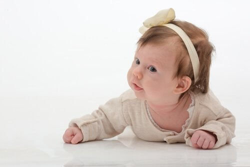 Kopfbänder oder Stirnbänder für Babys können Unbehagen auslösen
