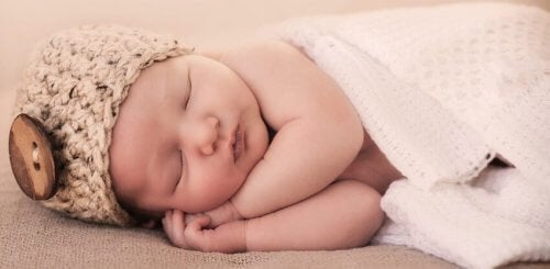 7 Tipps, die deinem Baby helfen die ganze Nacht zu schlafen