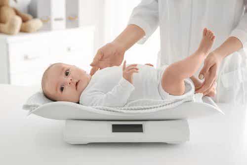 6 Tipps, wie du das Gewicht deines Babys kontrollieren kannst