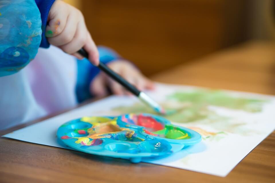 Neugier und eine hohe Kreativität zeichnen hochbegabte Kinder aus.