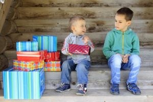 Neid bei Kindern Geschenke