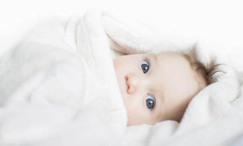 4 Tipps, um ein Neugeborenes einzuwickeln