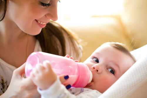 Babyflaschen richtig reinigen, damit keine Bakterien entstehen