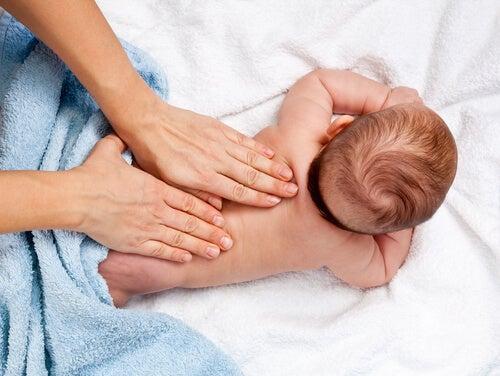 Die Stimulierung der Sinne eines Babys