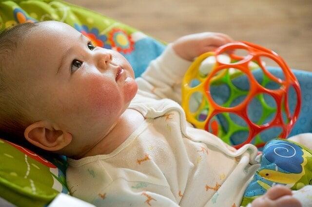 Babys erstes Spielzeug
