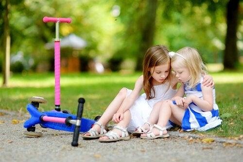 Empathie: 2 Mädchen spielen