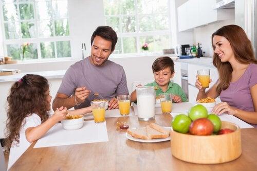 Gewohnheiten zur Kindererziehung fördern die Kommunikationsfähigkeiten