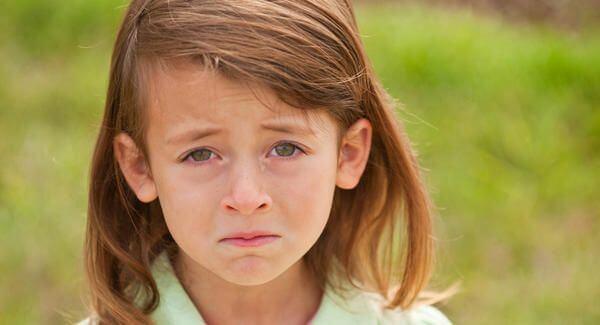 Mobbing unter Kindern verursacht Traurigkeit